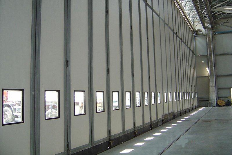 Wielkogabarytowe bramy harmonijkowe zrealizowane przez BRAMAR