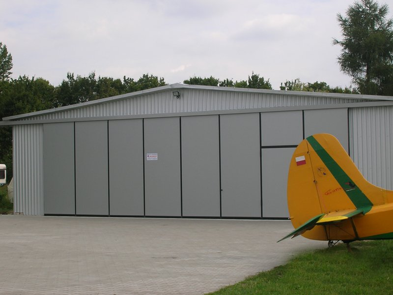 Brama hangarowa firmy BRAMAR dla Aeroklubu Radomskiego