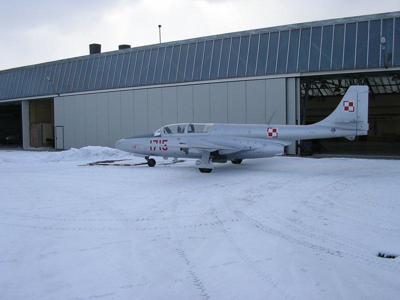 Niezawodna brama hangarowa przesuwna od firmy BRAMAR zainstalowana na lotnisku w Dęblinie