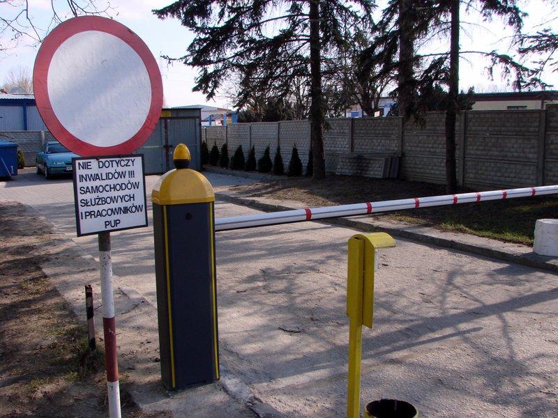 Firma BRAMAR dostarczyła i zapewniła fachowy montaż automatycznego szlabanu wjazdowego dla Urzędu Pracy w Radomiu.