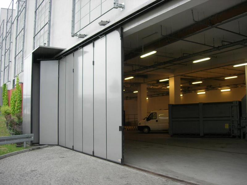 Dostawa i montaż przez firmę BRAMAR automatycznych bram harmonijkowych w centrum handlowym Focus Park w Bydgoszcz