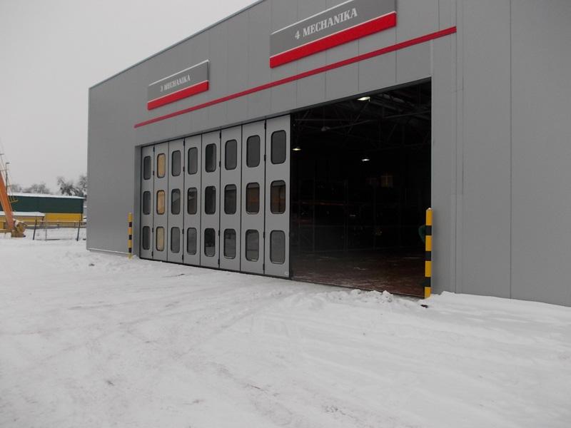 Automatyczna brama harmonijkowa dla Opoltrans Sp. z o.o. dostarczona i zainstalowana przez BRAMAR
