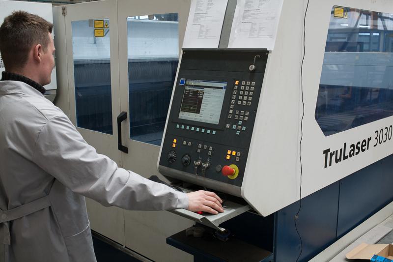 Wycinarka laserowa Trumph TruLaser3030 - panel sterowania CNC