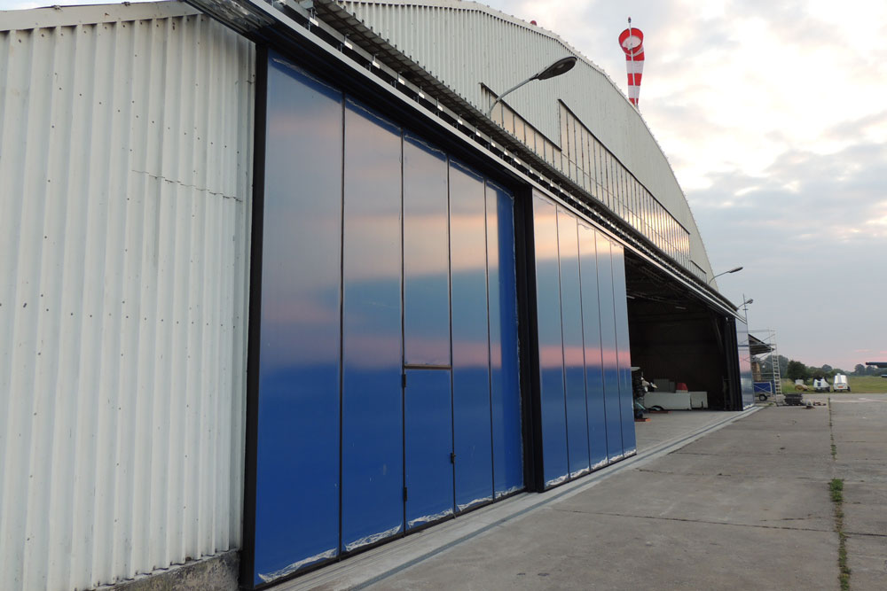 Brama hangarowa przesuwna 4200 x 6000mm
