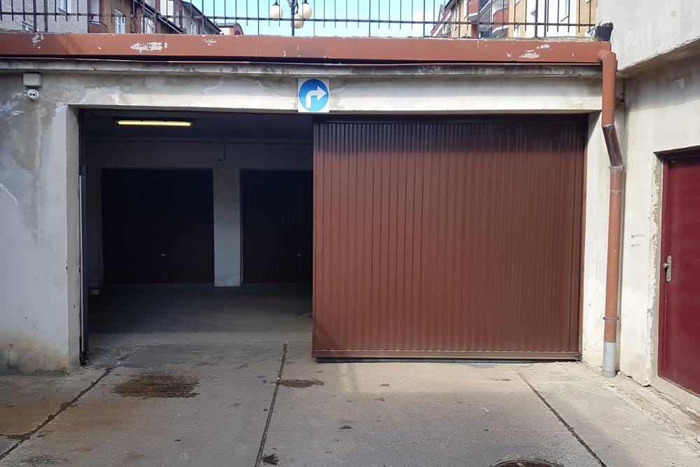Brama przesuwna z napedem NYOTA do garażu podziemnego